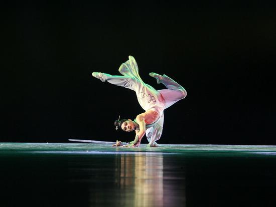 """中国文艺网-中国舞蹈""""荷花奖""""古典舞获奖作品惠民"""