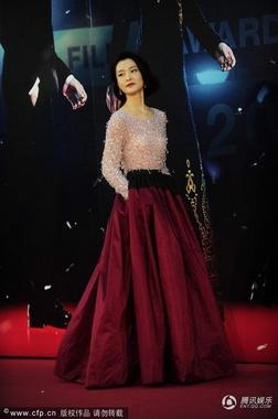 模特出身的杜鹃气质高冷,此次红毯亮相让小编大呼:这不女神林青霞吗!