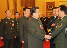 胡錦濤出席解放軍代表團全體會議
