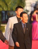 中國文聯副主席、中國影協副主席李雪健等代表《楊善洲》劇組亮相紅毯.jpg
