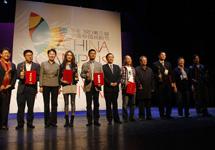 獲得地單節校園戲劇節優秀劇目獎專業組代表與頒獎嘉賓合影.JPG