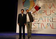 中國劇協分黨組書記、駐會副主席季國平與莫斯科藝術劇院附屬戲劇學院話劇《我們都是卡拉馬佐夫兄弟》的代表合影。.JPG