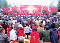 小戲節吸引了呂藝鎮的眾多百姓前來觀看