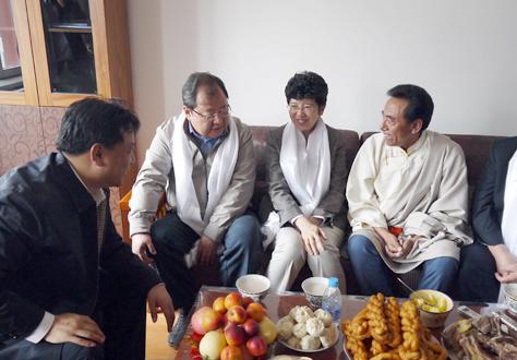 中國文聯文藝志願服務團來青海調研慰問