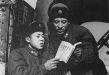 與戰友喬安山一起學習《毛澤東選集》.jpg