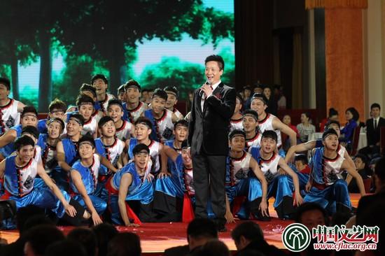 阎维文演唱《放马山歌》中国文艺网 高晴摄-百花迎春 中国文学艺术界