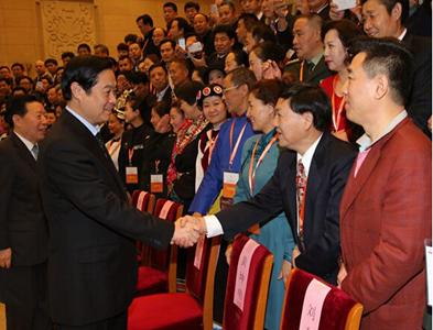 劉奇葆與參會代表握手