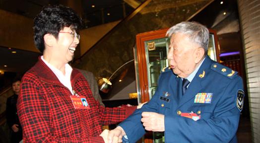 中國文聯黨組書記、副主席趙實與閻肅親切交談