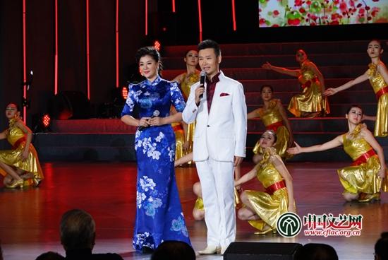 刘和刚、王丽达演唱《拉住妈妈的手》 中国文艺网 王渝 摄-歌曲 拉住
