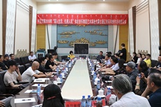 採風團成員與通遼市藝術家舉行座談交流.jpg