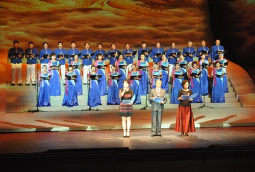 节目12:诗朗诵与合唱《祖国我亲爱的祖国》,朗诵:方明、凯丽、