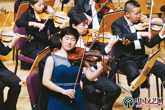 上海交响乐团演奏小提琴协奏曲《梁山伯与祝英台》 祖忠人 摄-为新人