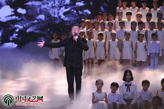 韩磊演唱歌曲《在此刻》-第11届中国金鹰电视艺术节在湖南长沙开幕