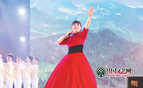 殷秀梅演唱歌曲《不忘初心》-突出主线 聚焦主题 积极推进文艺志愿服