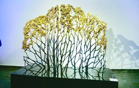"""详细>> 当代雕塑:""""借题发挥""""的艺术 中国当代雕塑的结构就像一只大鸟"""