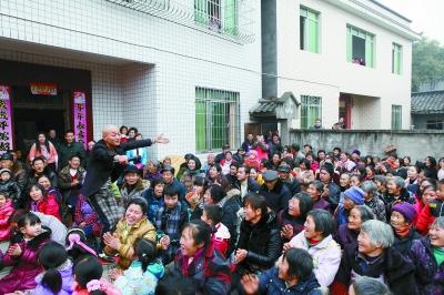 泸县银潮村长红歌舞团演出现场.曾佐然 摄-四川省泸州市 农民歌舞