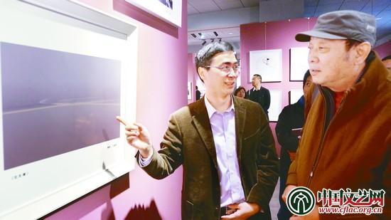 海宁市委常委,宣传部部长姚建新参观展览