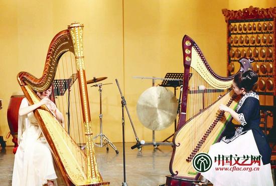 文艺 新闻眼  箜篌重生三十年 同宗同族的竖琴与箜篌(右)重奏图片