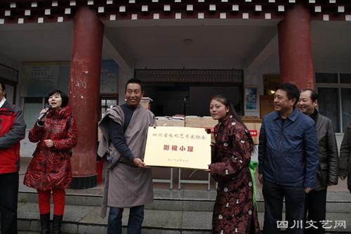 中国文艺网-四川省视协文艺志愿者赴甘孜阿坝
