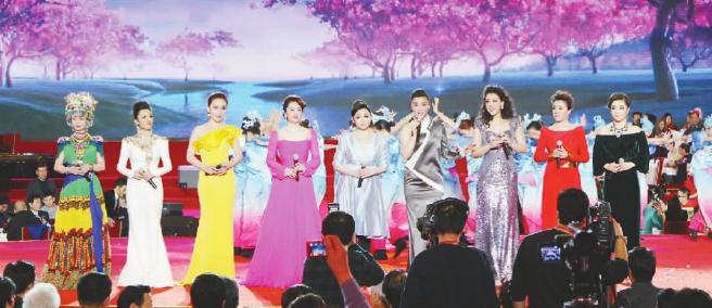 王莉等青年歌唱家演唱歌曲《美丽家园》